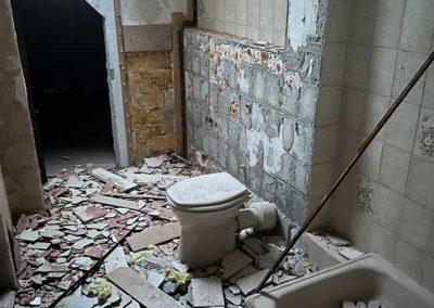 Altes Badezimmer entkernen